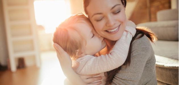 10 tipov pre rodičov: keď sa dieťa drží maminej sukne