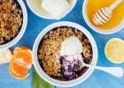 Ovocný crumble s jogurtom