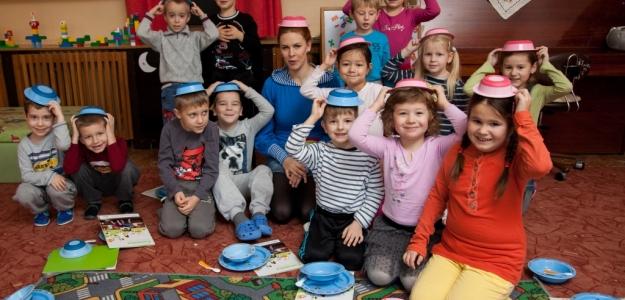 Kristína Farkašová sa zahrala na Mikuláša a obdarovala hlohoveckých škôlkarov