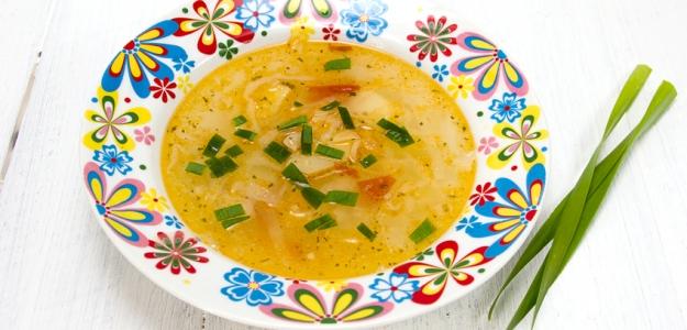 Zemiaková polievka s pórom a vaječným žĺtkom