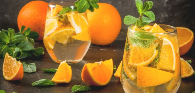 Ľadový čaj s pomarančom