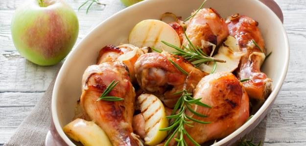 Dojčenské recepty: Pečené kura na jablkách alebo hruškách