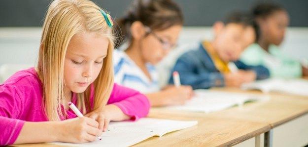 Naučiť sa písať rukou je pre mozog dôležité